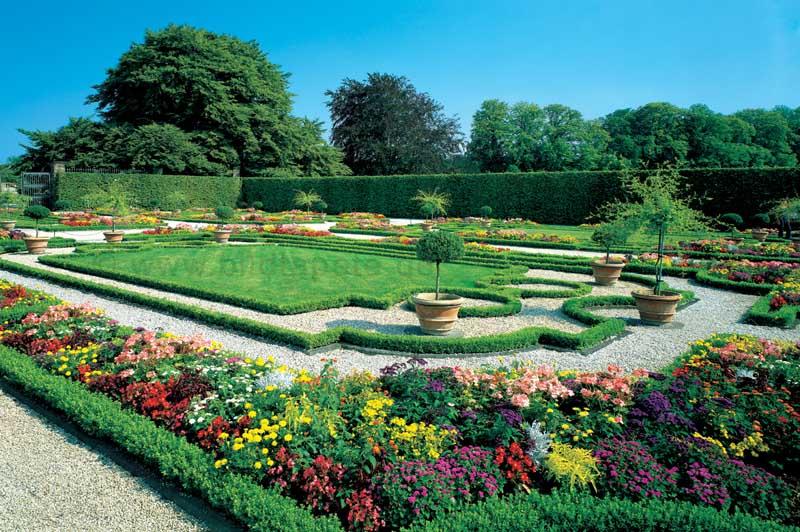 Gartenszene, mit Blütenzauber - bei Klick zurück zur Motivübersicht