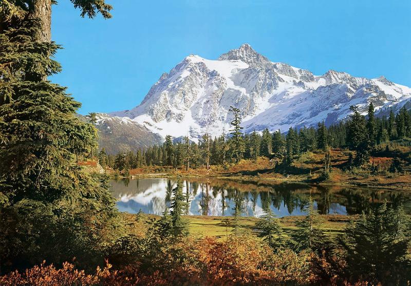 Gebirgssee, vor schneebedeckten Bergen - bei Klick zurück zur Motivübersicht