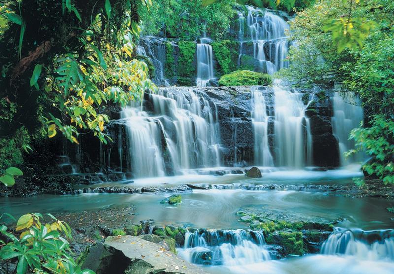 Wasserspiel, kleiner Wasserfall - bei Klick zurück zur Motivübersicht