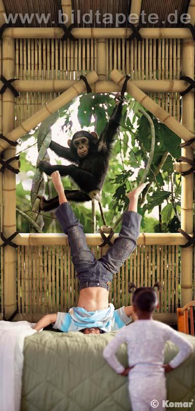 TREEHOUSE, eine Hommage an die Anthropologin Jane Goodall, Schimpanse vorm Fenster - bei Klick zurück zum Motiv TREEHOUSE