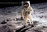 Fototapete MAN ON THE MOON, Originalfoto von Neil Armstrong beim Mondspaziergang im Mare Tranquillitatis - bei Klick Artikelbeschreibung